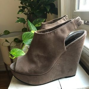 Carlos Santana suede 4 inch Wedges with open toe